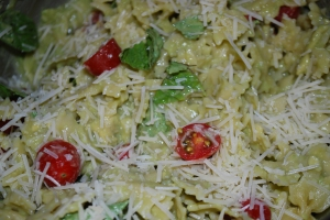 Pasta with Basil, Tomatoes and Avocado Sauce