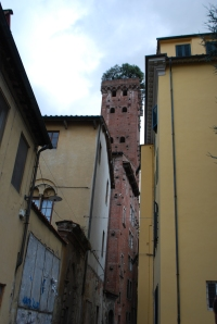 One of the towers that belonged to the wealthy back in the day!